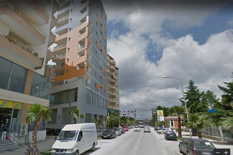 Shitet Apartament ,Lushnje.49000 Euro.